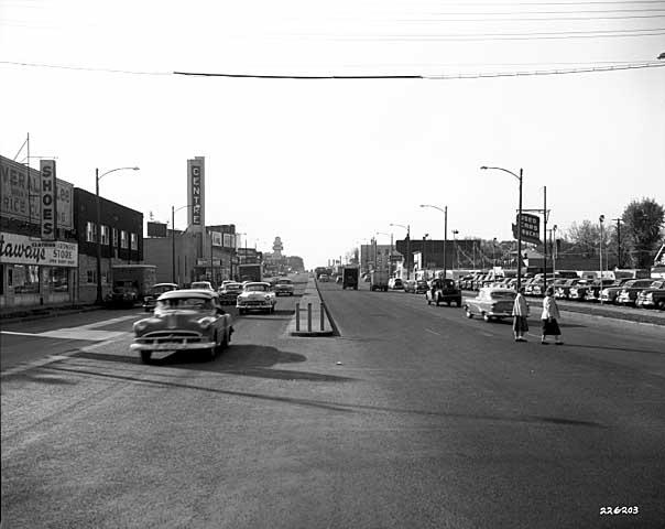 View down University Avenue, before the green line was built